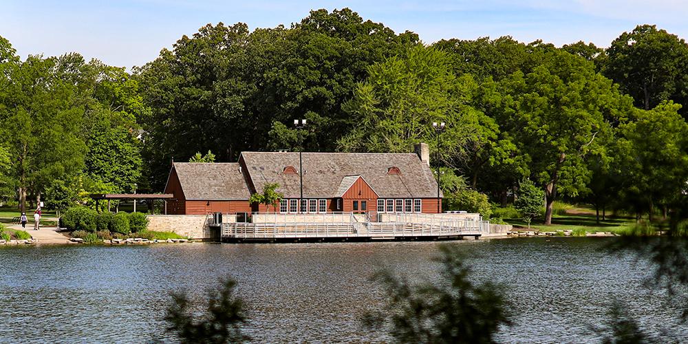 Lake Ellyn Boathouse photo taken from across the lake